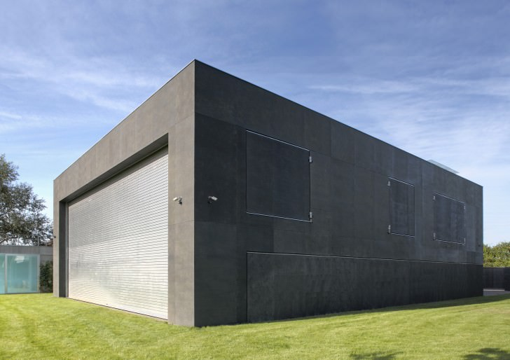 Zombie-Proof Safe House By KWK Promes