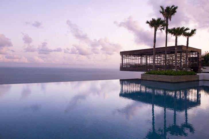 alila villa sulu watu cliff edge sunset cabana negative edge zero edge infinity pool disappearing edge vanishing edge pool